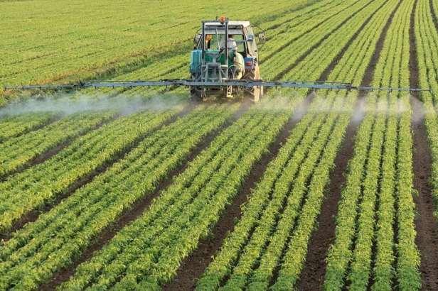 tractor-spraying-pesticide-128kb